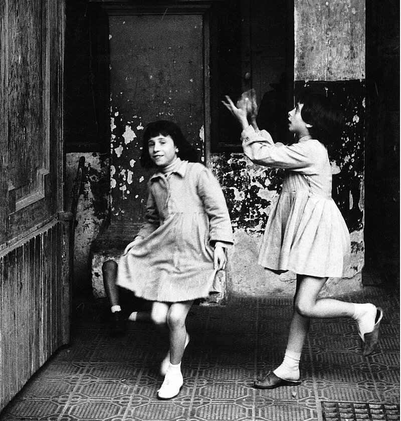 Herbert List, Girls playing in a Passageway, Naples, Italy, 1959