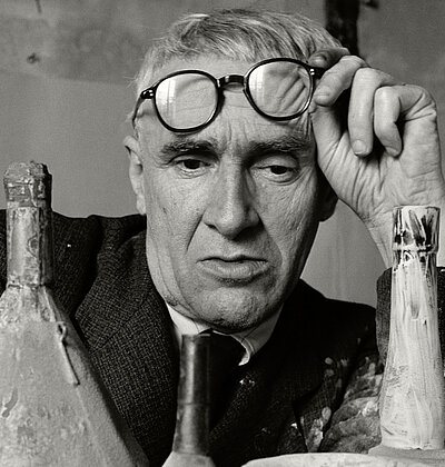 Herbert List, Italian Painter Giorgio Morandi, 1953. © Herbert List Estate, Hamburg, Deutschland (Ausschnitt)
